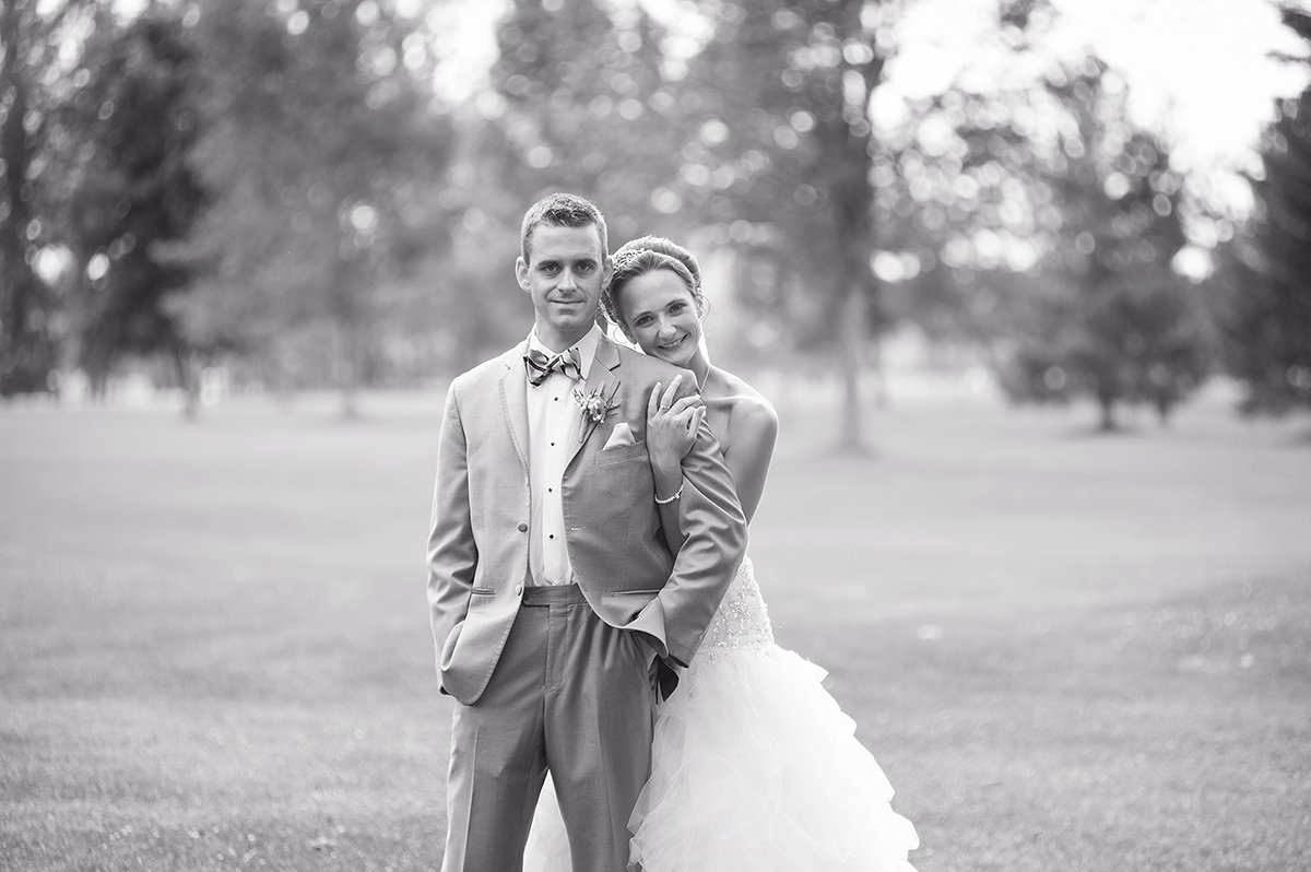 bride and groom scenic golf course black and white