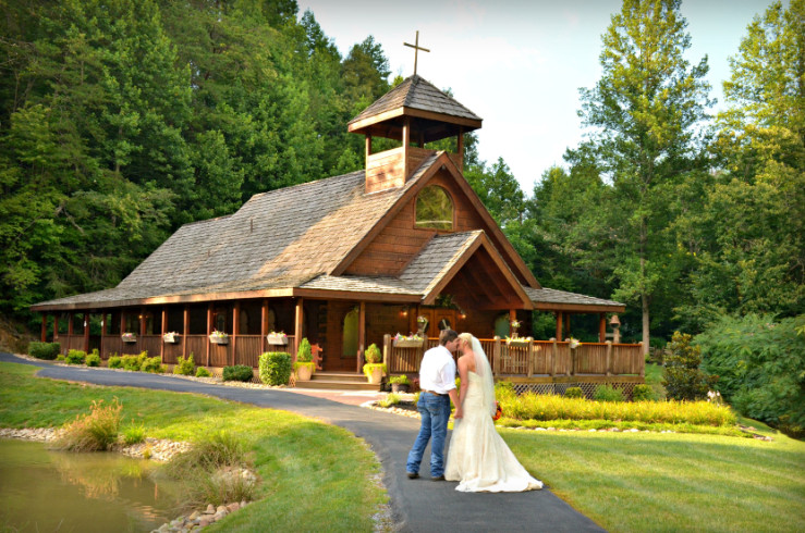 Lil Wedding Chapel.Home Gatlinburg S Little Log Wedding Chapel