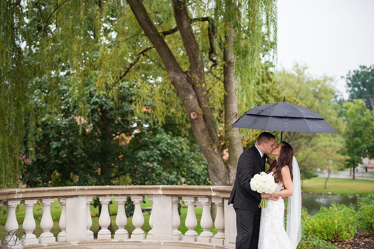 bride and groom rain summer congress park