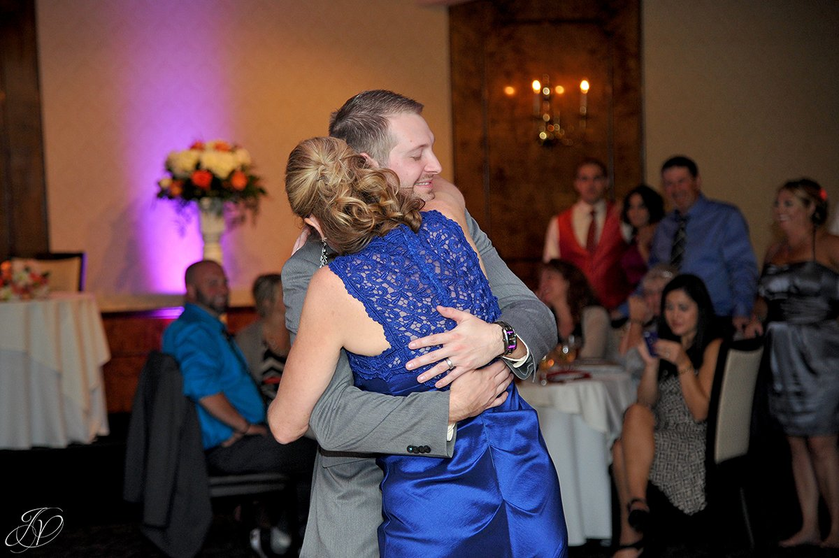 groom's first dance with his mother