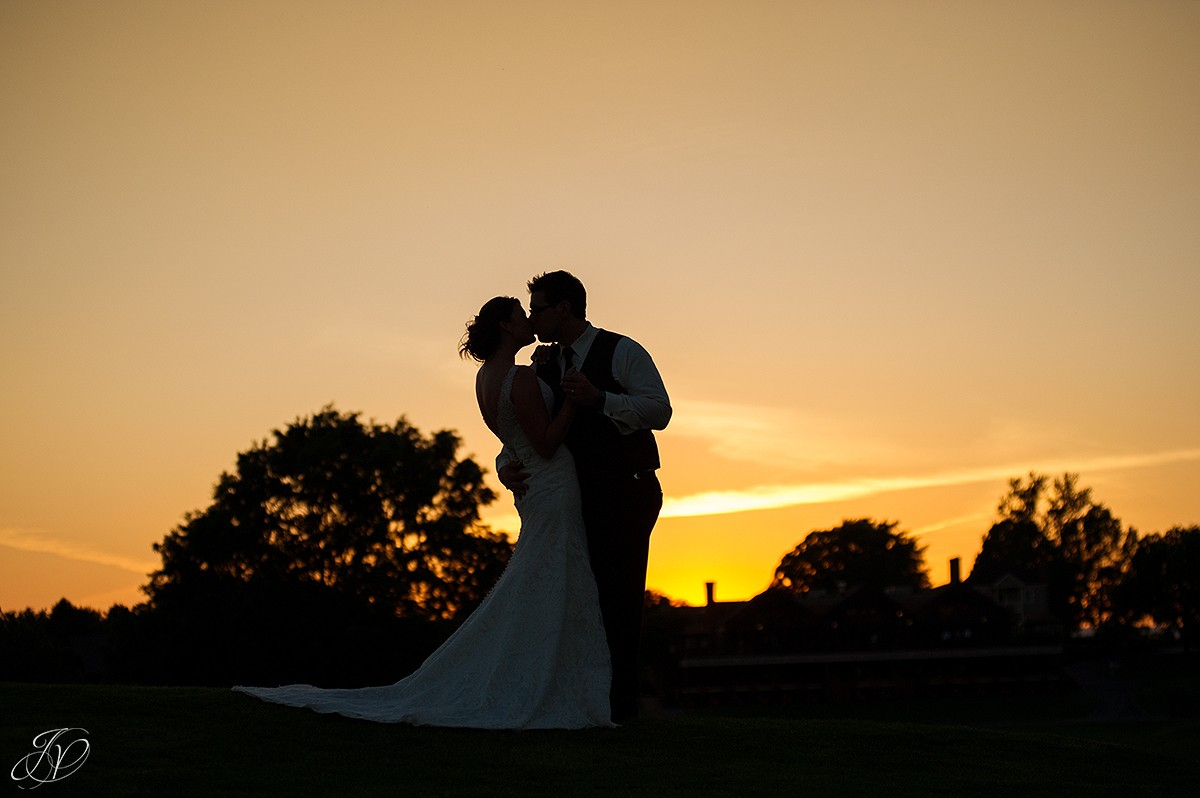 sunset silhoutte bride and groom